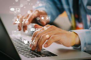 Lo que los directivos deben entender sobre la moral y la fatiga mental en los medios sociales
